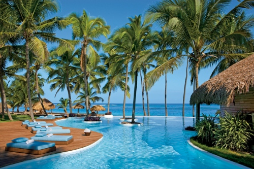 The infinity pool looking out to the crystal-clear water at Zoëtry Agua Punta Cana.