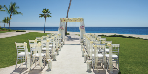 Treat your guests to a picturesque beachside ceremony at Zoëtry Casa del Mar Los Cabos.