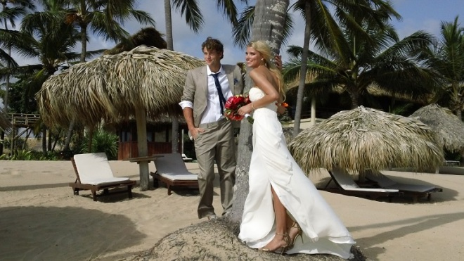 The models looked amazing in their wedding gear and the backdrop makes you want to take a siesta on the beach.