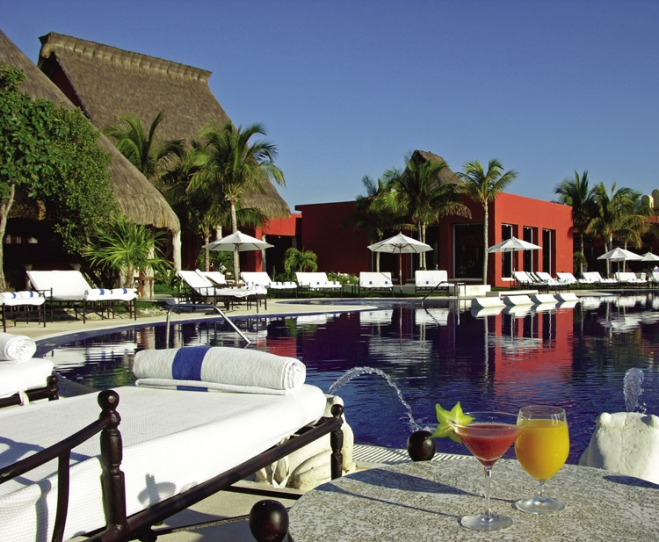 The beautiful main pool at Zoetry Paraiso De La Bonita Riviera Maya.