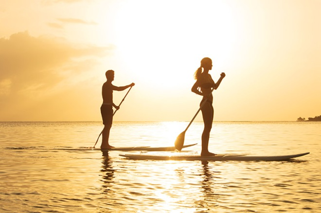 ZOMBJ_Couple_Paddleboard3_1A