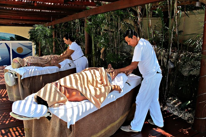 Copia de Guests on Massage at Zoëtry´s dock.jpg